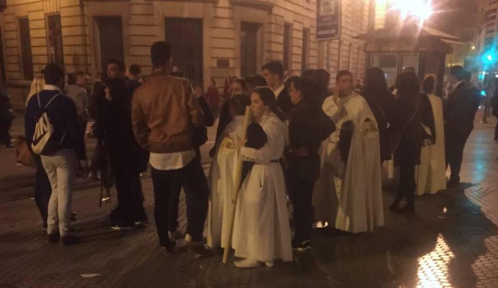 Desconcierto entre las cofradías esta madrugada en Sevilla.