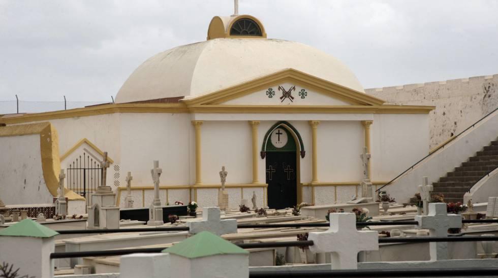 El pabellón militar donde reposan los restos del general Sanjurjo en Melilla.