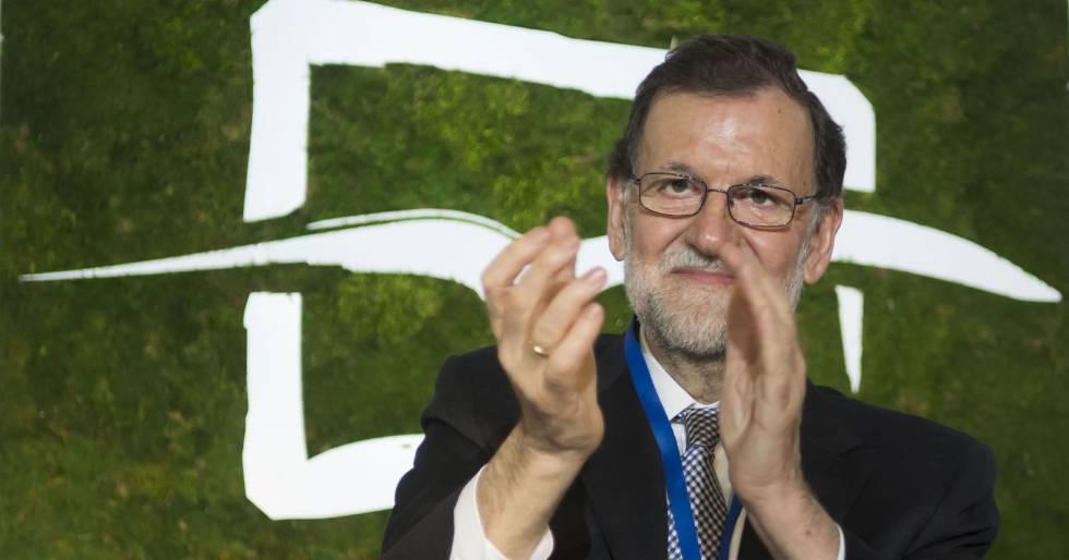 El presidente del Gobierno, Mariano Rajoy, en un acto de Nuevas Generaciones en Sevilla.