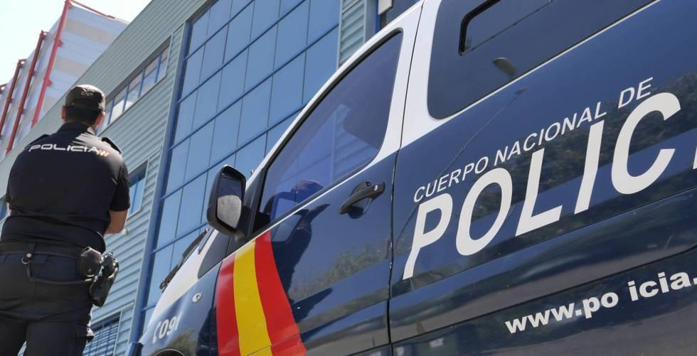 Una furgoneta de la policía.