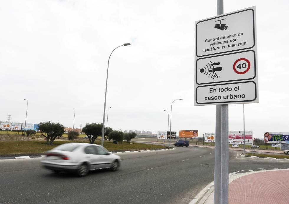 Un radar instalado en el casco urbano de Parla (Madrid).