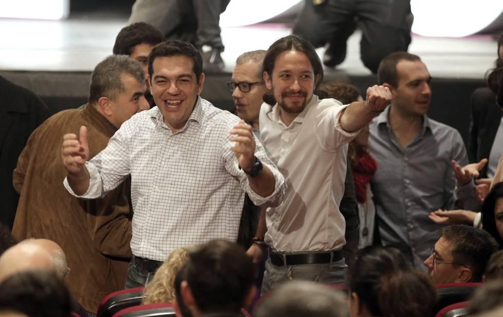El líder de Podemos, Pablo Iglesias, junto al primer ministro griego, Alexis Tsipras, en el congreso de Vistalegre.