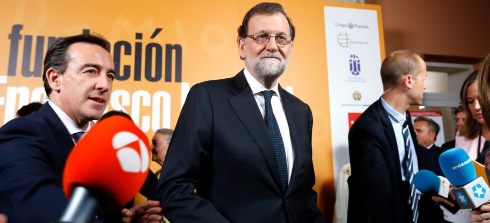 PM Mariano Rajoy's approval ratings have declined slightly.