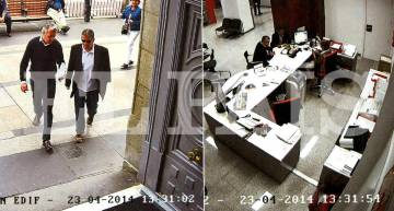 Dos presuntos miembros del clan de los Cascón sacan dinero en efectivo en una sucursal bancaria de Madrid en abril de 2014.