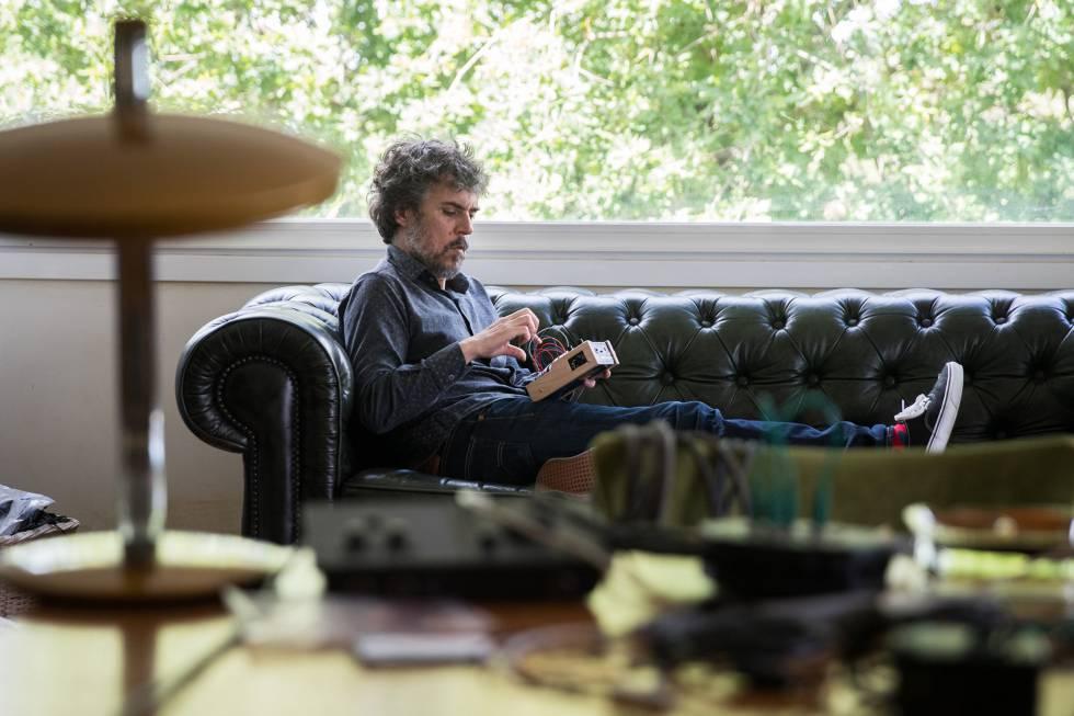 El músico Iván Ferreiro en su estudio en Gondomar.