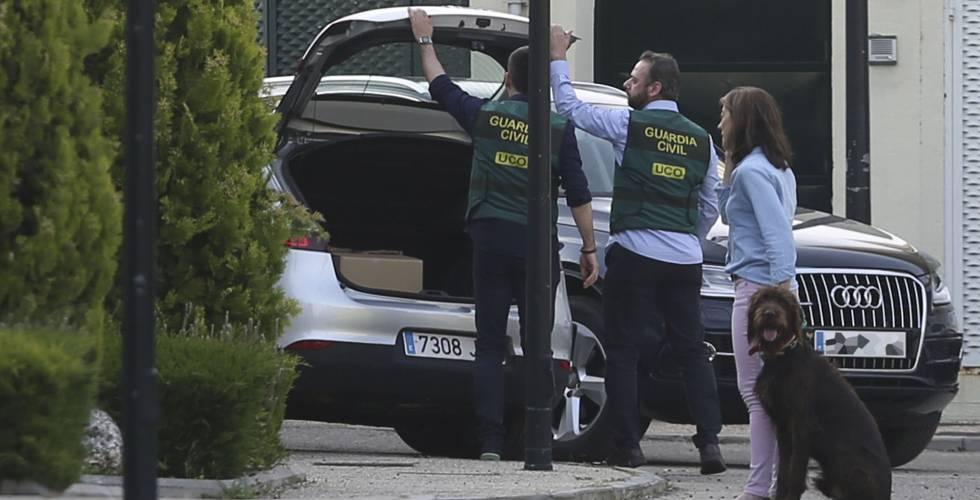 Registro policial en el domicilio de Ignacio González, el pasado 19 de abril.