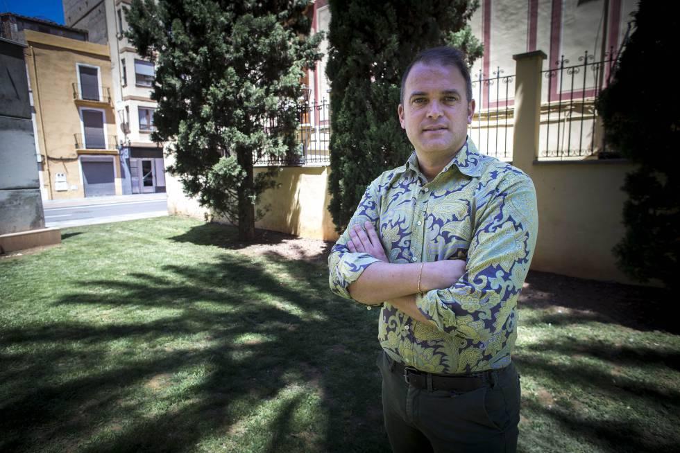 Javier Gimeno, el cofrade castellonense vetado por gay por su hermandad.