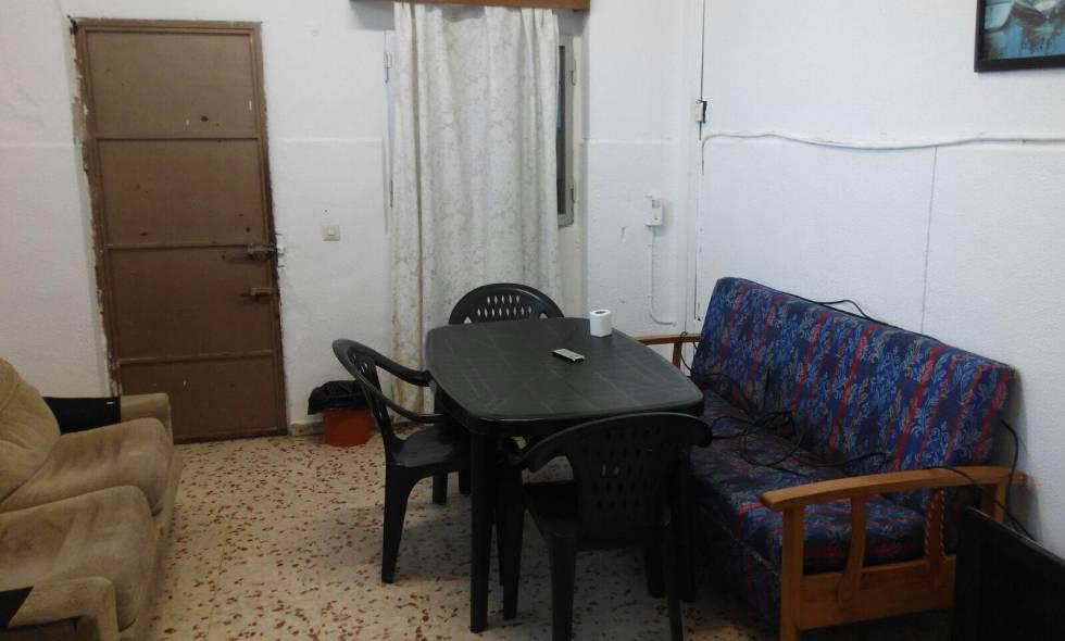 El cuarto de descanso para los policías del CIE de Algeciras.