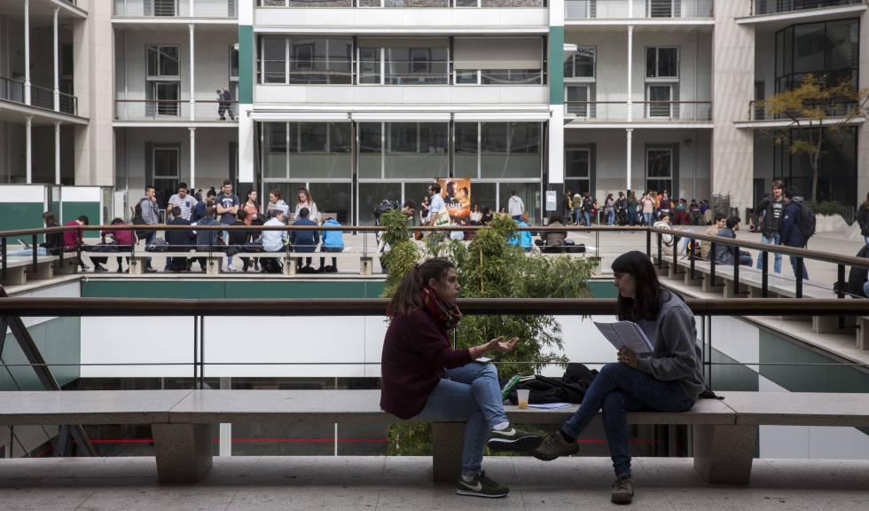 Estudiants al campus de la Universitat Pompeu Fabra a Barcelona.