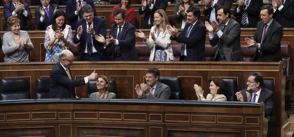 Las cesiones del PP en los Presupuestos: chalecos antibalas, ópera, playas, carbón...