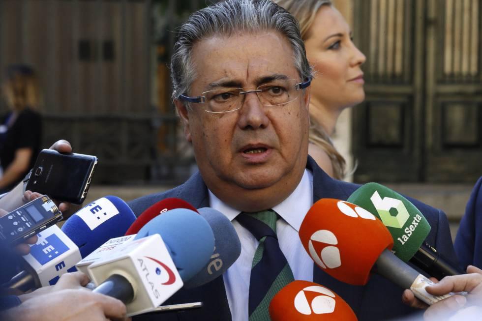 Juan Ignacio Zoido habla en una conferencia de prensa.