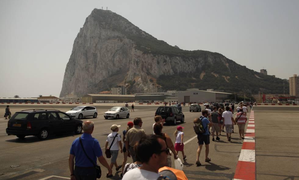 Vista del peñón de Gibraltar al fondo.