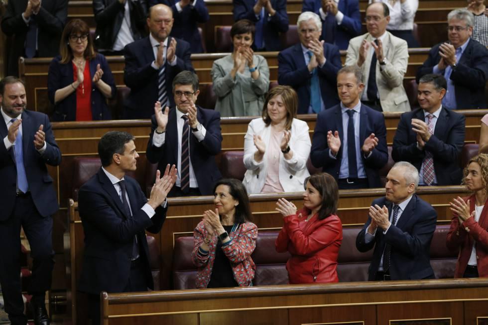 Sin Biblia ni crucifijo, Pedro Sánchez juró como presidente