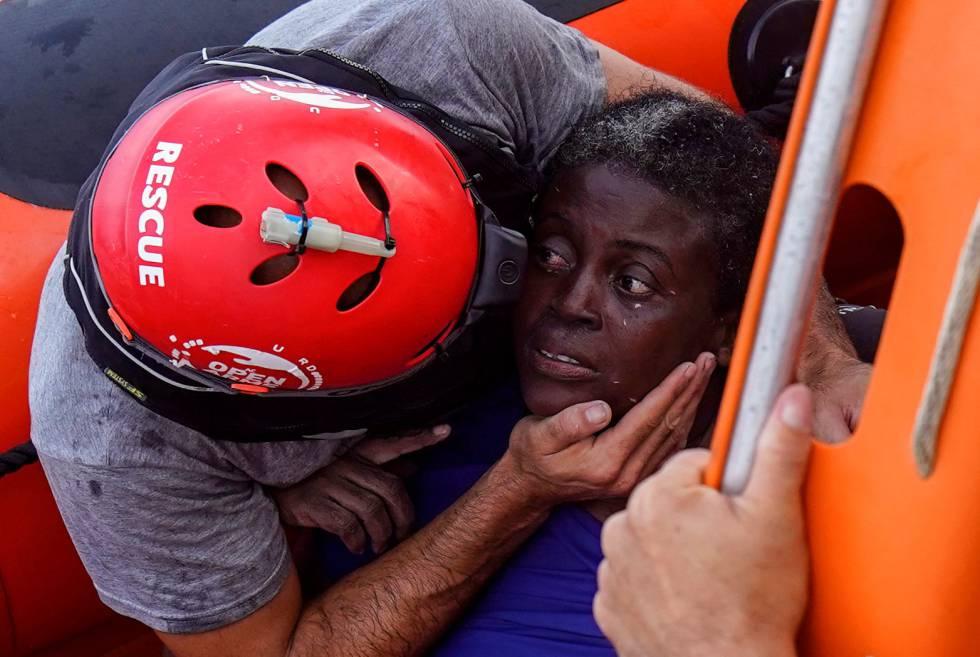 Actualidad: Una mujer y un niño murieron abandonados en el mar