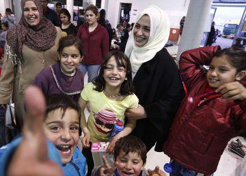 Latifa, 43 días de peligroso viaje con sus cinco hijos para huir de la guerra