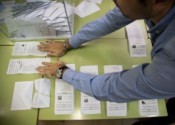 ELECCIONES AL PARLAMENTO DE GALICIA. AMBIENTE ELECTORAL. RECUENTO EN UNA MESA DE SANTIAGO  OSCAR CORRAL  250916