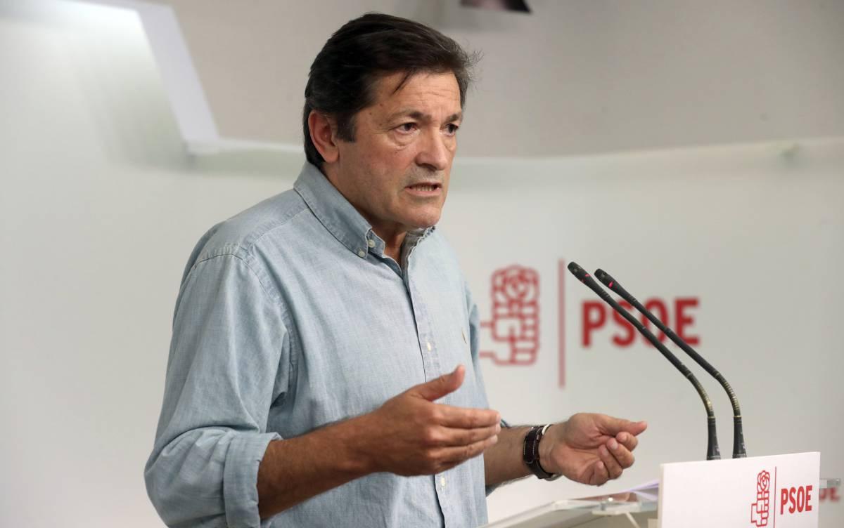 El PSOE aprueba abstenerse ante Rajoy para evitar terceras elecciones