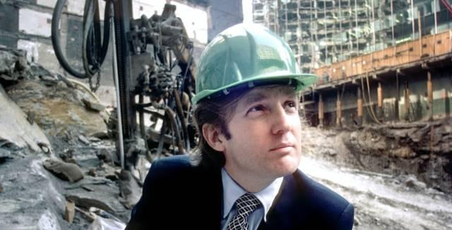 Donald Trump en el lugar de construcción de la Torre Trump en 1980