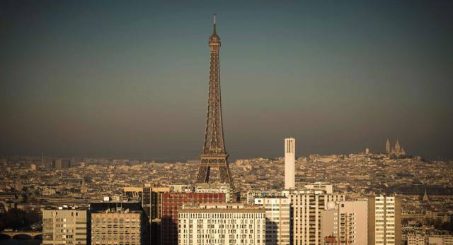 Una imagen de París con la nube de contaminación.