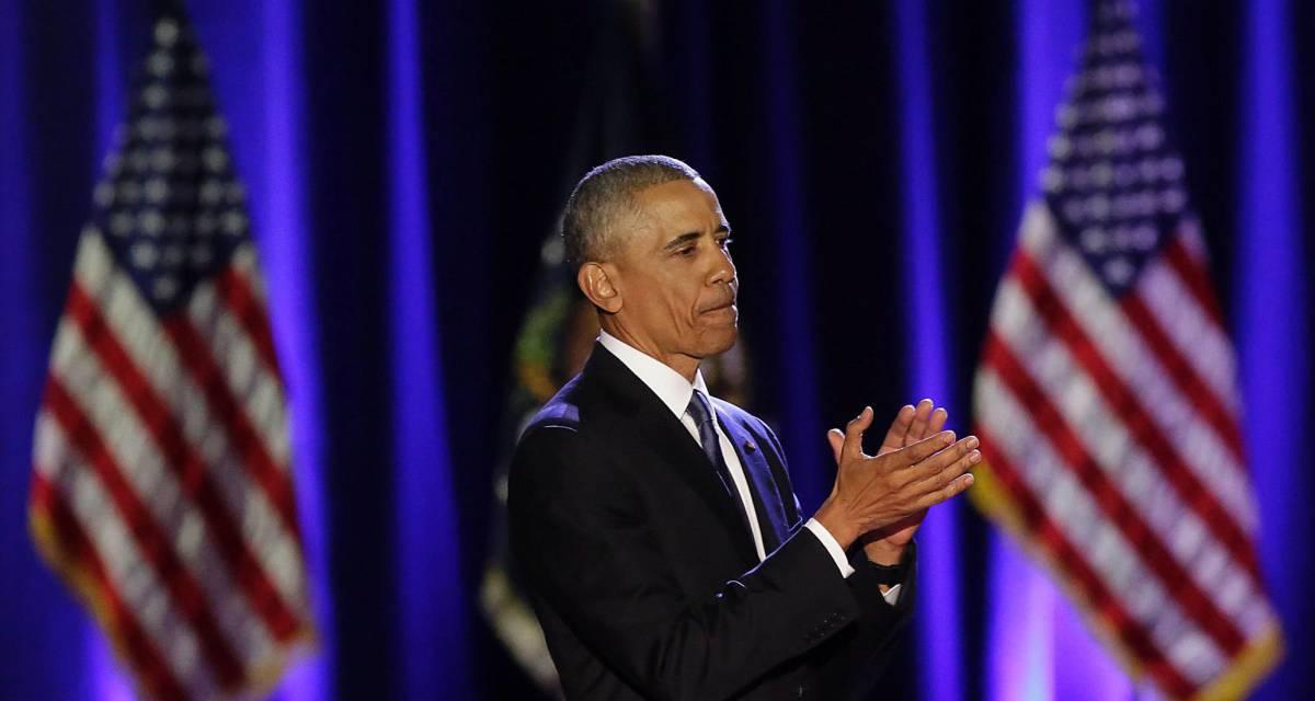 El presidente Obama aplaude durante el discurso, anoche en Chicago.