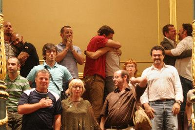 Representantes de los colectivos de homosexuales celebran en la tribuna la nueva ley.