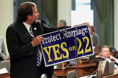 El parlamentario Doug La Malfa manifiesta su oposición al nuevo proyecto de ley.