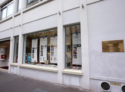 Entrada a la sede de la Iglesia de la Cienciología en el distrito 17 de París.