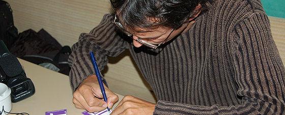 Alberto Coto, concentrado en uno de sus cálculos ultrasónicos.