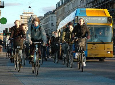 Los habitantes de Copenhague se desplazan en bicicleta gracias a los 329 km de carril 'bici' distribuidos por la ciudad