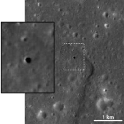 Imágenes de la superficie de la luna tomada por la sonda japonesa 'Selene' en la que se aprecia un agujero que puede tener más de 80 metros de profundidad