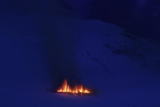 Un volcán del sur de Islandia ha entrado en eupción esta pasada noche debajo de un glaciar.