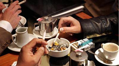 La ley de 2006 prohibió fumar en los lugares de trabajo, pero apenas limitó el tabaco en los lugares de ocio.