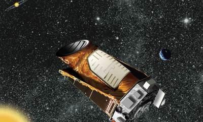 Ilustración del telescopio espacial  Kepler  y un sistema planetario.
