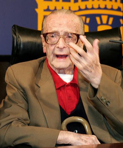 El teólogo José María Díez Alegría, durante la presentación de su biografía, titulada