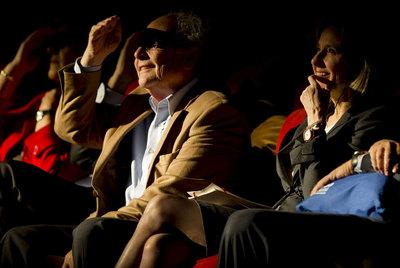 El abogado economista y divulgador científico Eduardo Punset y la antropóloga neoyorquina Helen Fisher, durante la convención El Ser Creativo.