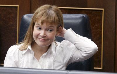 La ministra de Sanidad, Leire Pajín, durante el pleno en el que se han aprobado la ley antiyabaco y los Presupuestos Generales del Estado para 2011.