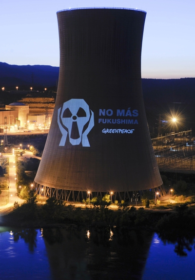 Imágenes antinucleares proyectadas en la central de Ascó.