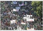 Miles de profesores, padres y alumnos protestan contra los recortes en Madrid