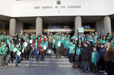 FOTOGALERIA: Concentración en Plaza de Castilla contra el veto a la camiseta verde