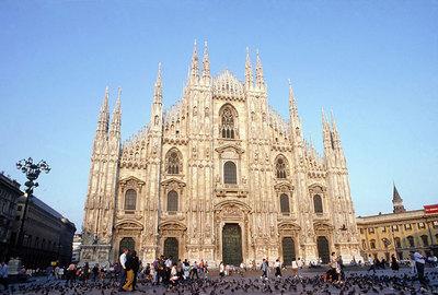 La ciudad lombarda restringe el tráfico en sus calles cuando la polución supera los límites fijados durante 12 días seguidos. En la imagen, la catedral de Milán.