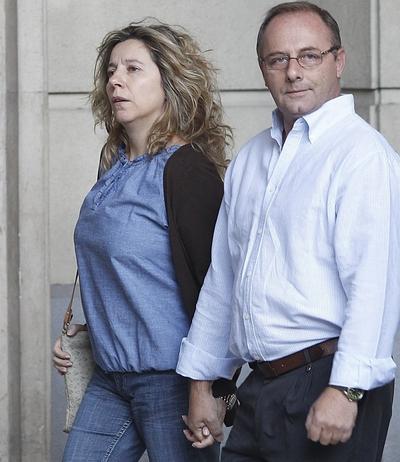 Los padres de Marta del Castillo llegan a la Audiencia de Sevilla esta mañana.