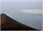 La mancha provocada por la erupción en El Hierro afecta ya al 80% de su costa