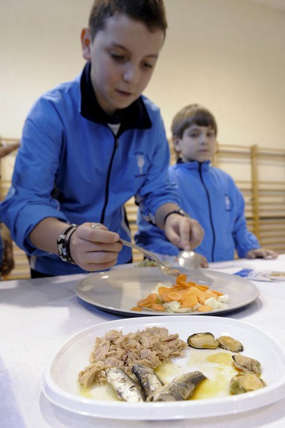 Unos 50.000 niños de toda España se acercarán al incomprendido pescado dentro de los talleres abiertos por el Fondo de Regulación y Organización del Mercado de los Productos de la Pesca y Cultivos Marinos, el FROM, que pretende que los niños entre ocho y doce años coman este producto cuatro veces a la semana.