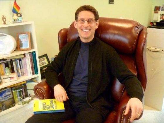 El escritor Richard Cohen en su casa en las afueras de Washington.