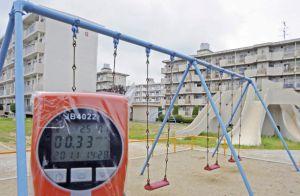 Lector de radiación en un parque infantil en Minamisoma, en la prefectura de Fukushima (Japón).