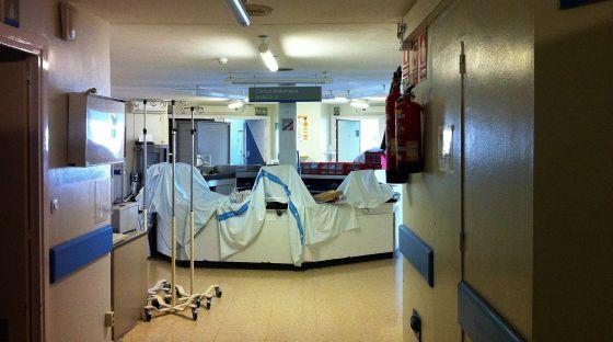 Planta cerrada por los recortes en el hospital Bellvitge de L'Hospitalet de Llobregat.