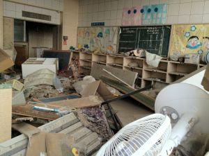 Imagen del interior del colegio Kadonowaki de la ciudad de Ishinomaki, destruido por el tsumani de marzo de 2011.
