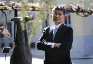 Koji Eto trabaja en fabricar plasma a partir de células madre.