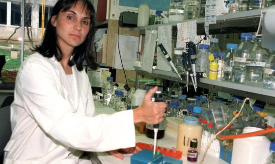 La investigadora Almudena Ramón, en su laboratorio.