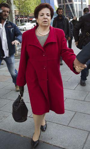 Juana Antonia, madre adoptiva de Pilar Alcalde, a su salida de los juzgados.